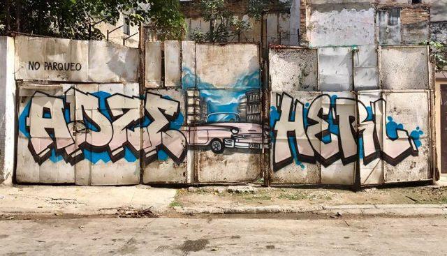 L2F Mar 17 pic Cuba Havana street art old car on junkyard door