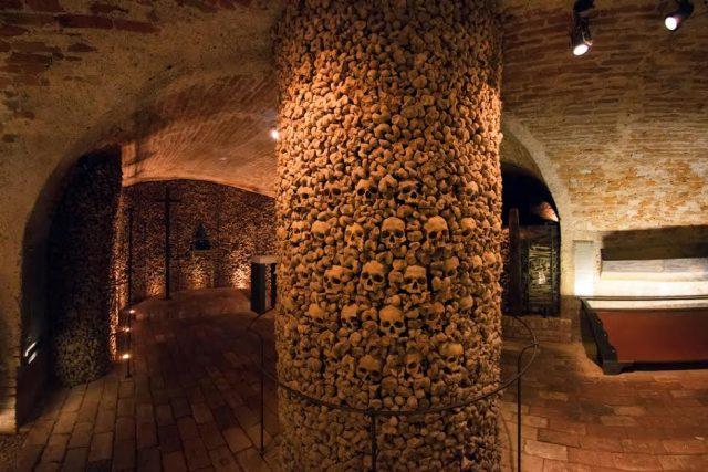 L2F Apr 17 pic Czech Brno ossuary