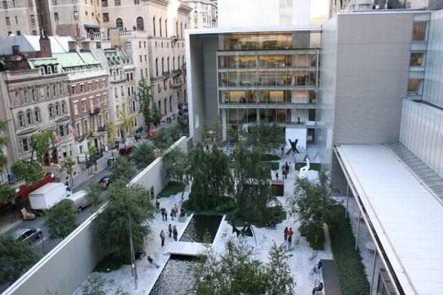 L2F May 17 pic USA NY NYC Museum of Modern Art yard Alsandro Wikipedia