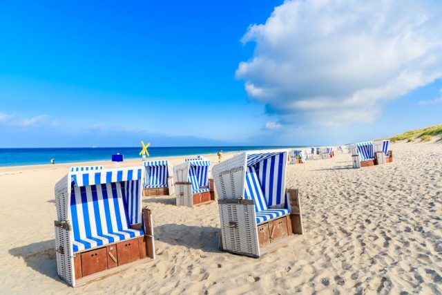 L2F May 17 pic Germany Friesland islands beach with chairs