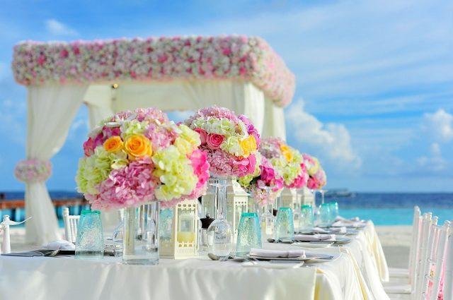 L2F Jul 17 pic beach weddings table Pexels Pixabay