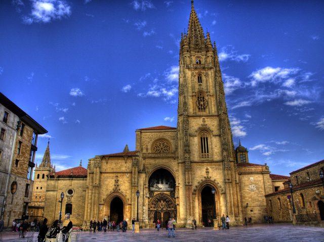L2F Aug 17 pic Spain Asturias Oviedo cathedral javier losa