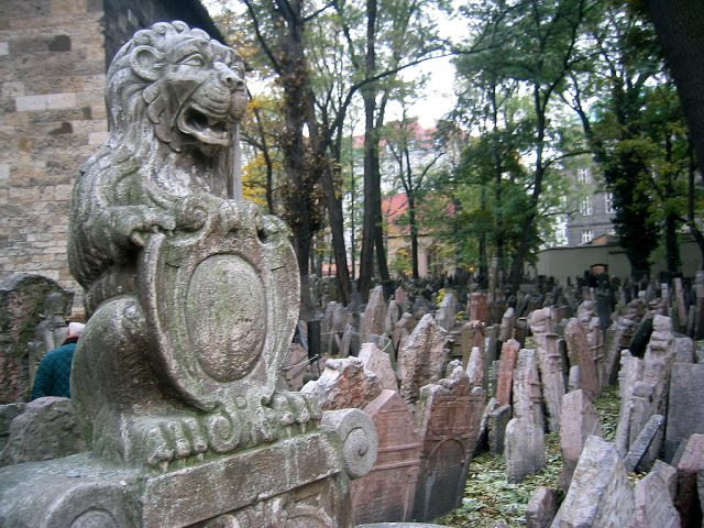 L2F Sep 17 pic Czech Prague Jewish old cemetery