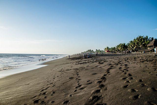 L2F Oct 17 pic Guatemala Monterrico beach DrStockPhotocom