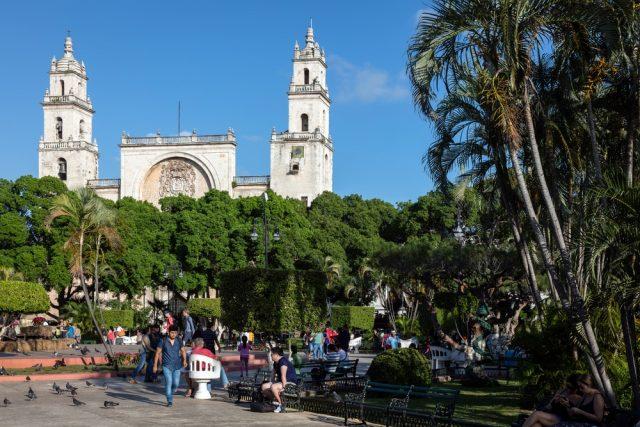 L2F Oct 17 pic Mexico Merida Plaza Grande shutterstock_557651956