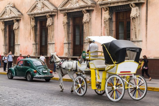 L2F Oct 17 pic Mexico Merida horse carriage shutterstock_279300569