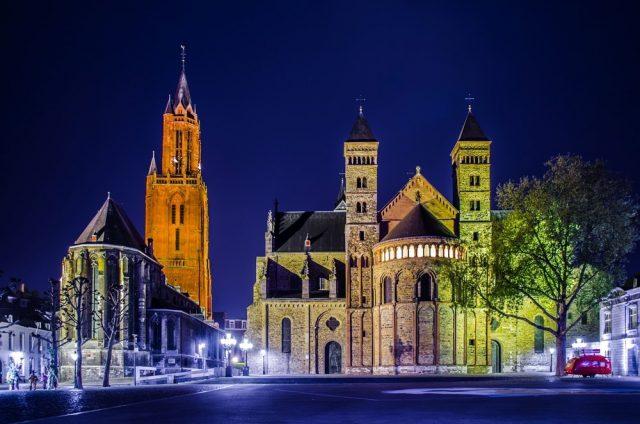 L2F Oct 17 pic Netherlands Maastricht Vrijthof shutterstock_301430360
