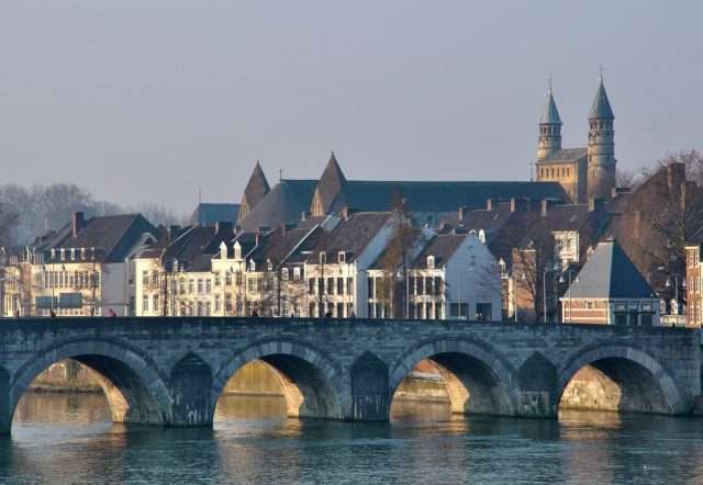 L2F Oct 17 pic Netherlands Maastricht overview with bridge shutterstock_142340050