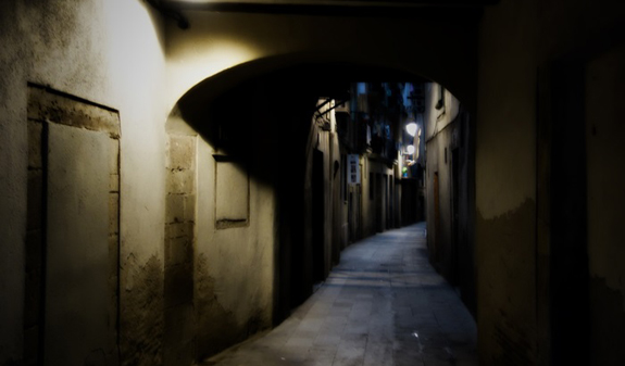 L2F Oct 17 pic Spain Barcelona ghosts alleyway