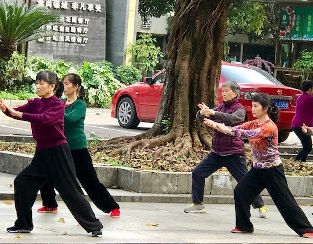 L2F Oct 17 pic tai chi practitioners Guilin China DPA