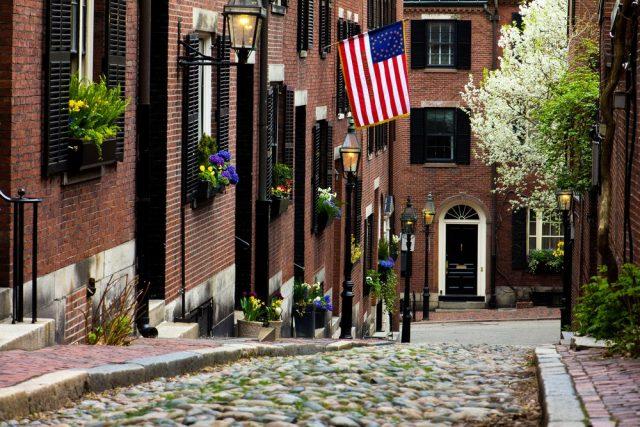 L2F Nov 17 pic USA Thanksgiving Boston cobblestone street shutterstock_76993279