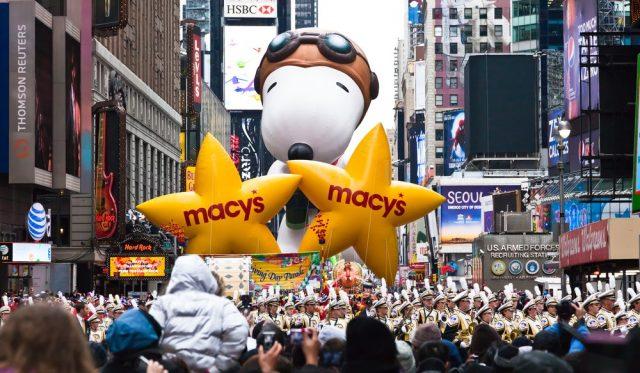 L2F Nov 17 pic USA Thanksgiving New York City parade Snoopy balloon shutterstock_74345176
