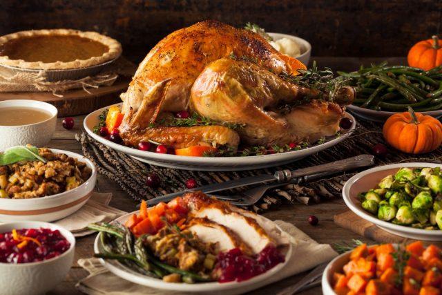 L2F Nov 17 pic USA Thanksgiving dinner shutterstock_334602908