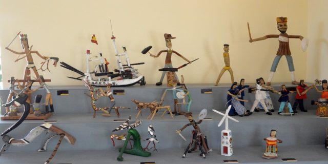L2F Dec 17 pic Spain Almeria Pedro Gilabert Gallegos colorful small sculptures