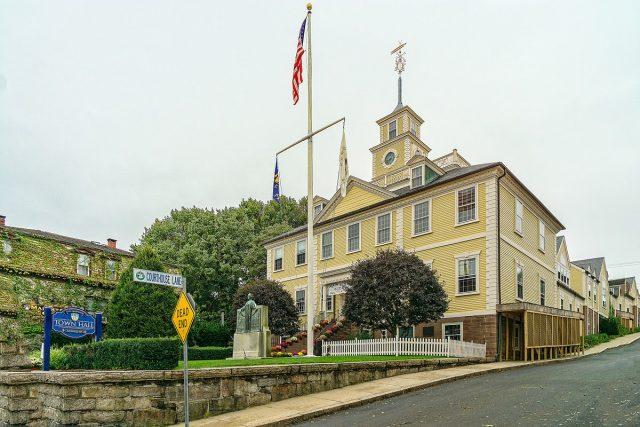 L2F Jan 18 pic USA Rhode Island East Greenwich Town Hall Wikipedia