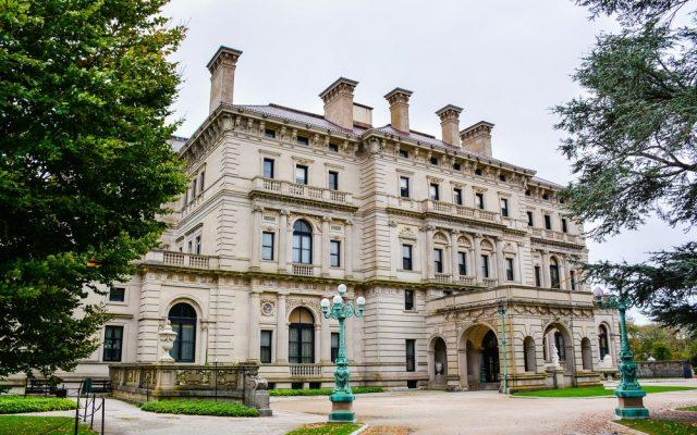 L2F Jan 18 pic USA Rhode Island Newport mansion shutterstock_227503903
