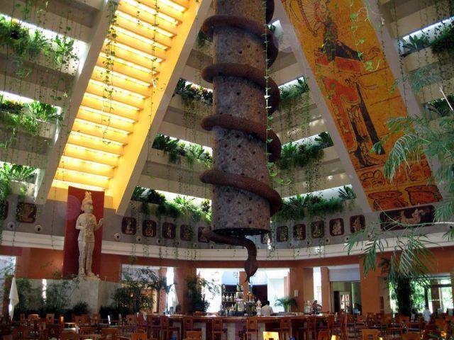 L2F Jan 18 rainy day Iberostar Paraíso Maya lobby bar
