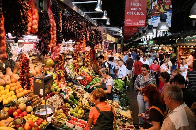 L2F Feb 18 pic Spain Catalonia Barcelona vegetarian Boqueria market shutterstock_67669663