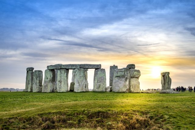 L2F Feb 18 pic UK England London day trips Stonehenge shutterstock_545139100