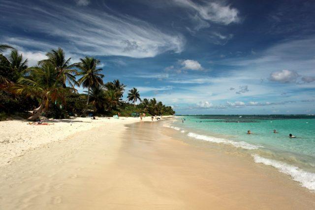 L2F Apr 18 pic Puerto Rico Culebra Playa Flamenco shutterstock_796823500
