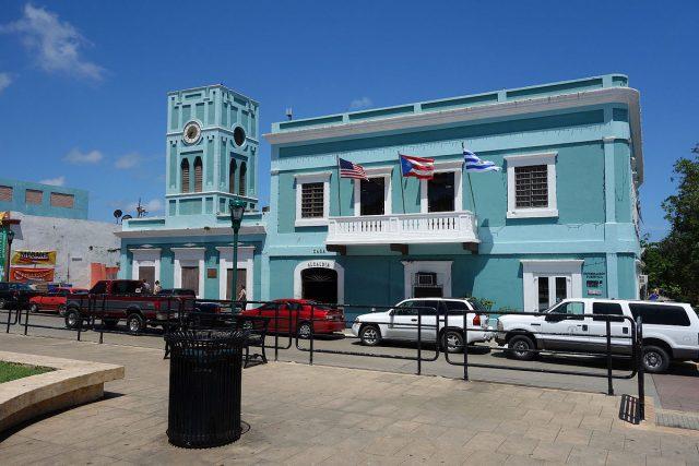 L2F Apr 18 pic Puerto Rico Vieques Isabel Segunda town hall Wikipedia