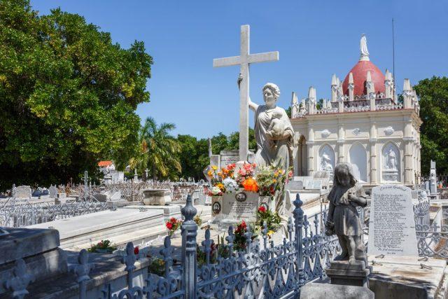 L2F May 18 pic Cuba Havana Vedado Colon Cemetery shutterstock_627277745