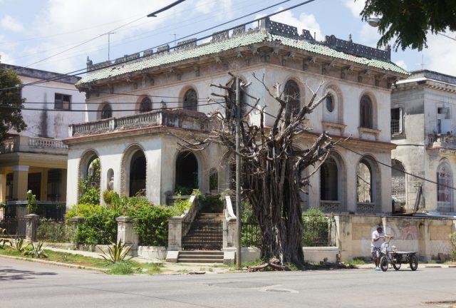 L2F May 18 pic Cuba Havana Vedado villa shutterstock_529712944