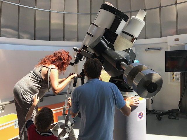 L2F Jul 18 pic FranceToulouse Cite Espace telescope woman