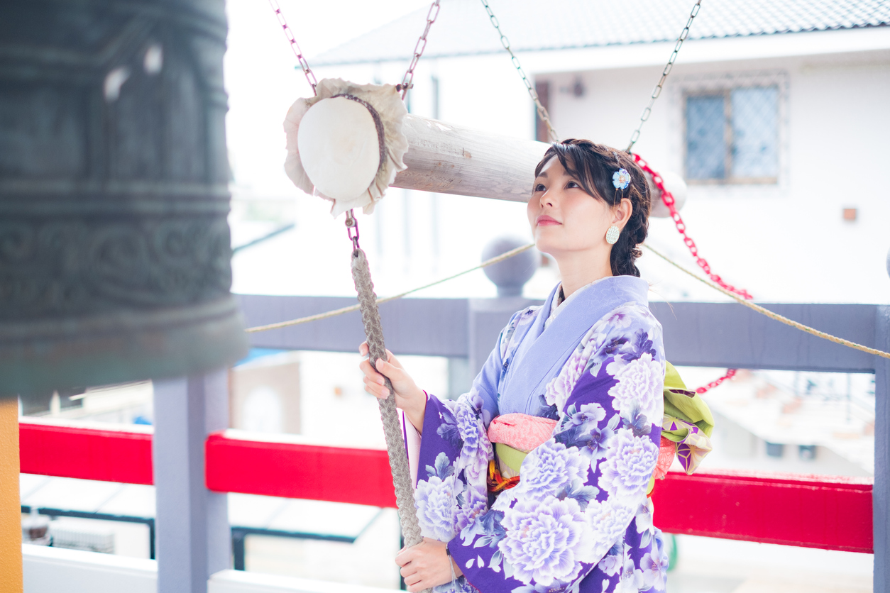 A kimono woman heading for a New Year to the temple on the day when the New Year is coming.