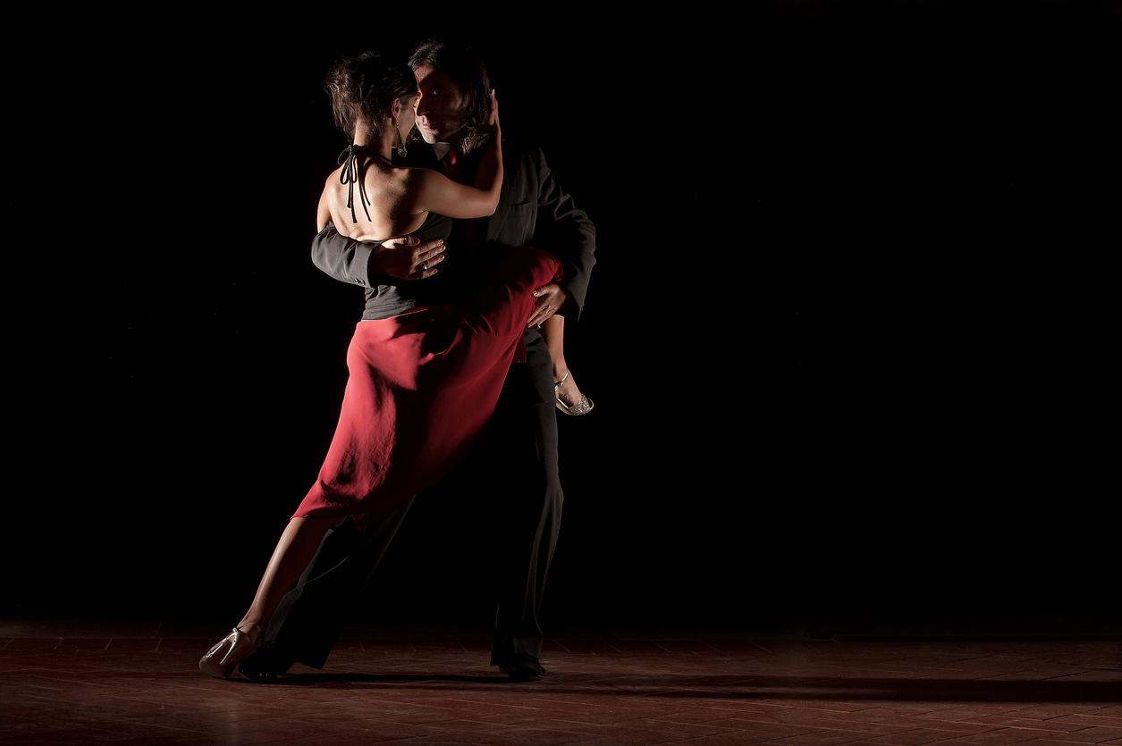 Dancers dancing the tango studioDancers dancing the tango studio