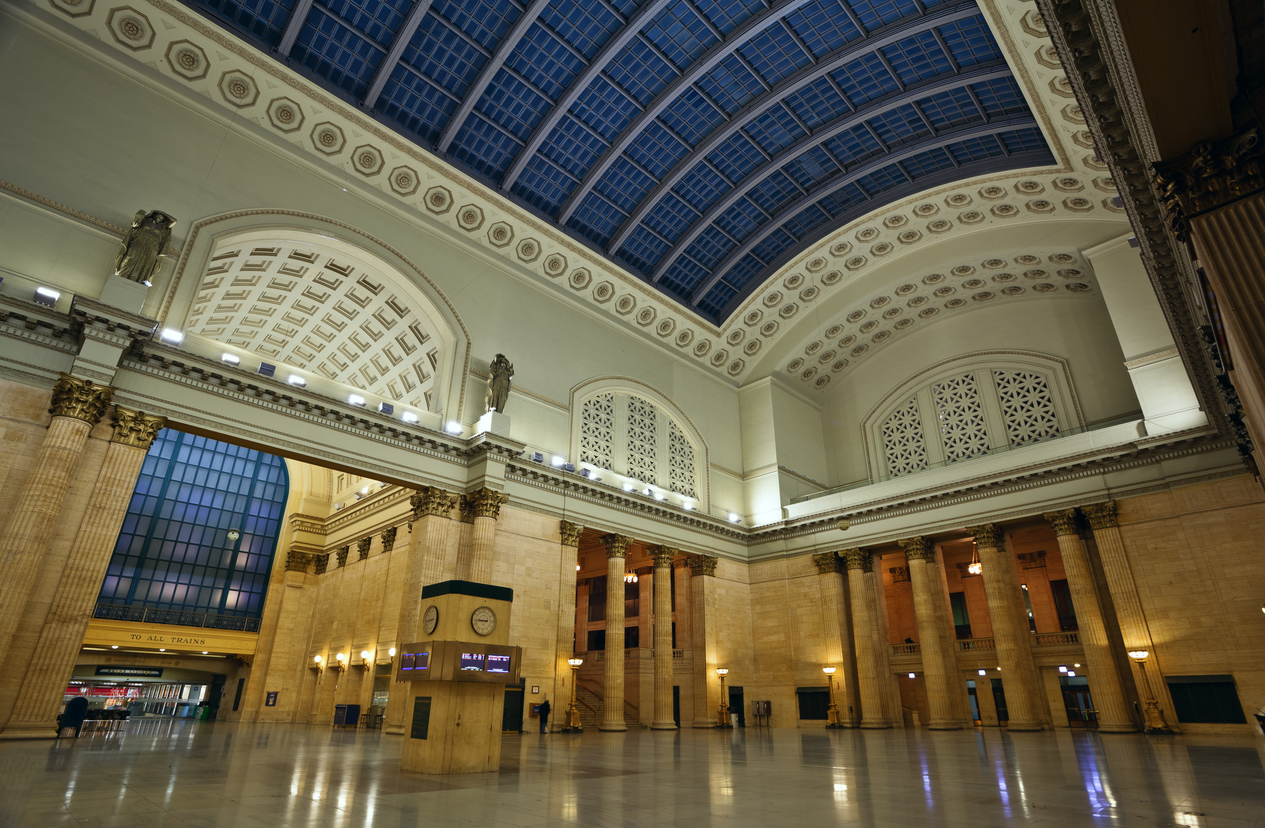 Image of interior of the Union Station in Chicago downtown.