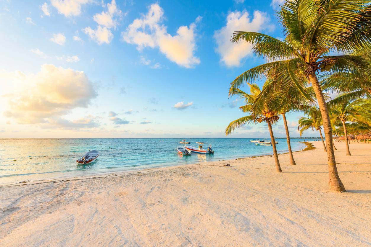 Sunrise at Akumal beach, paradise bay at Riviera Maya, caribbean coast of Mexico - travel destination for vacation