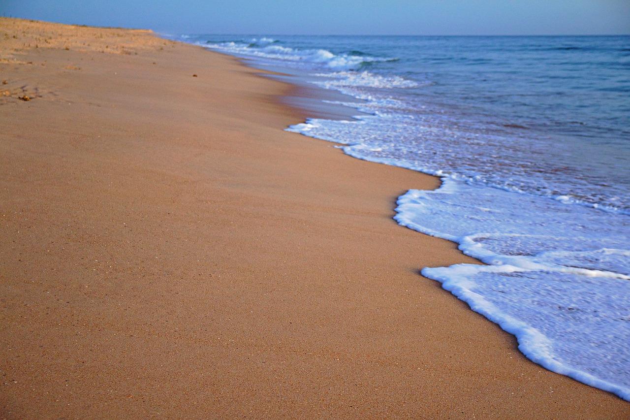 L2F Sep 19 pic Portugal Algarve Faro beach Pixabay