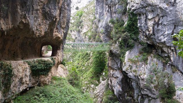 L2F Jan 20 pic Spain Cares Route metal Recobecos bridge