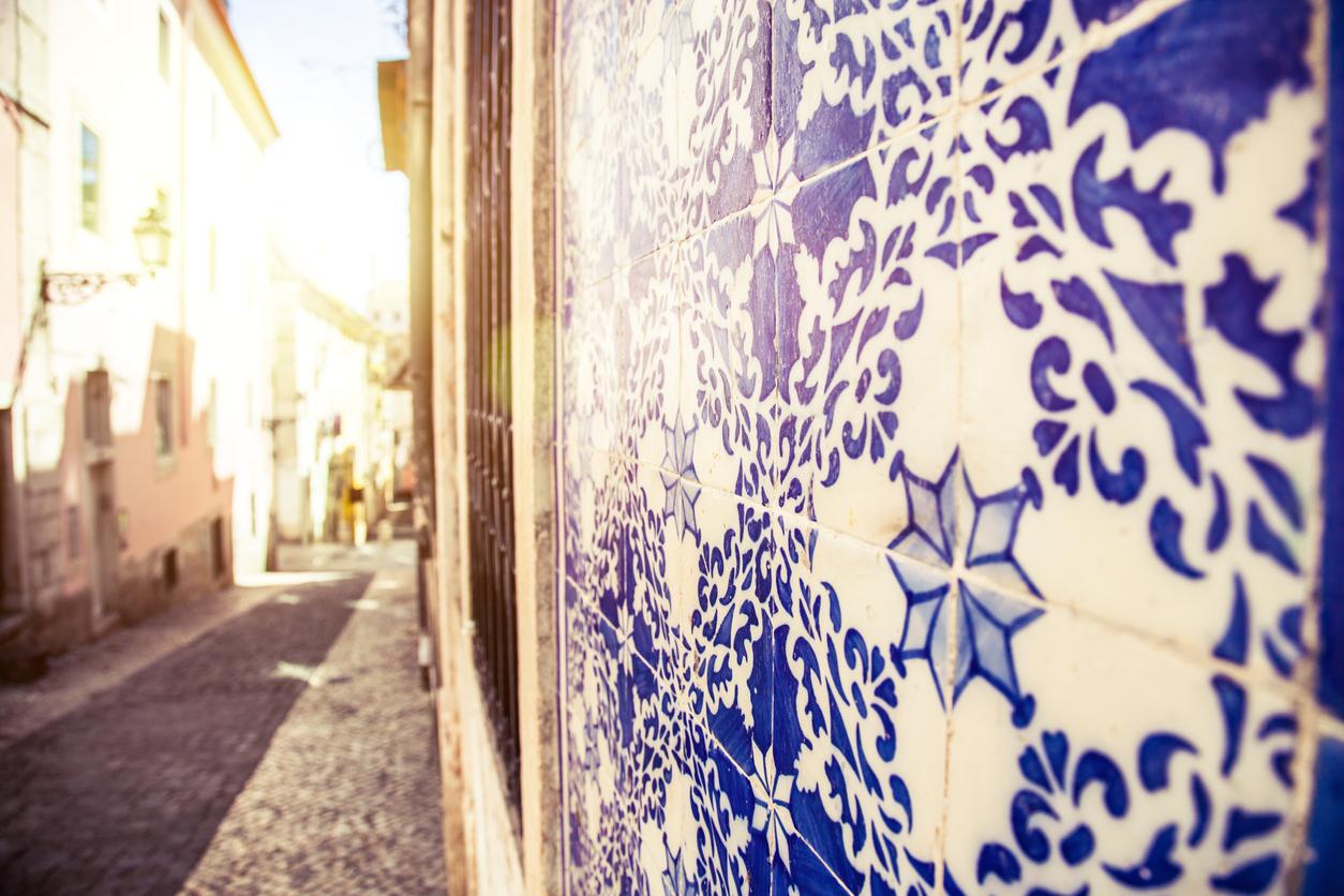 Drawing Tiles on Bairro Alto walls in Lisbon.