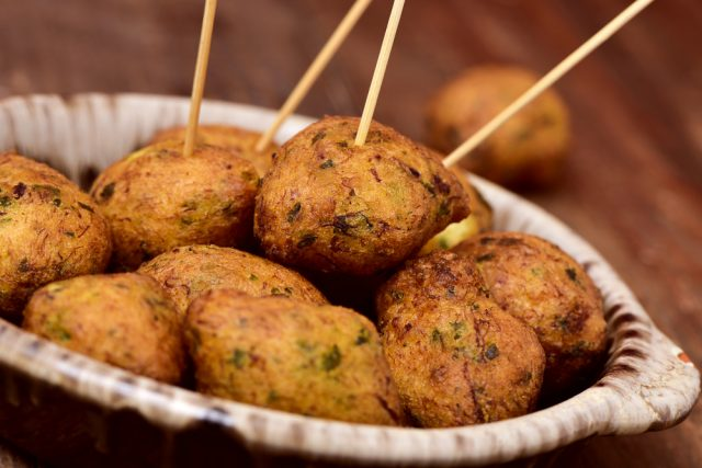Bunuelos Bacalao Gastronomia Semana Santa Espana nito Shutterstock