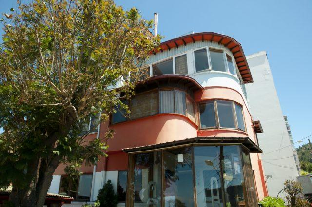 Casa_Pablo_Neruda_Valparaíso_Chile_Adwo_Shutterstock