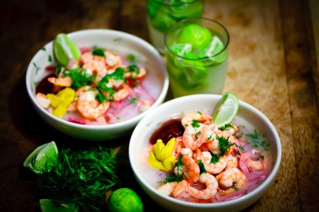 Ceviche de marisco langostinos camarones comida gastronomía en Ecuador