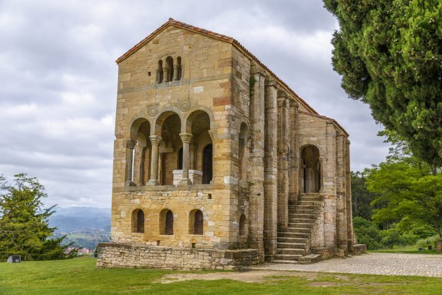 España_Reino_Asturias_Santa-Maria-del-Naranco-KarSol_Shutterstock