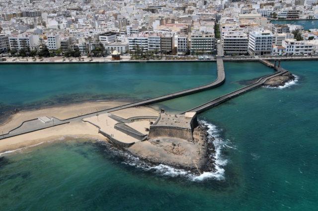 espana-islas-canarias-lanzarote-arrecife-castillo-san-gabriel-salvador-aznar-shutterstock