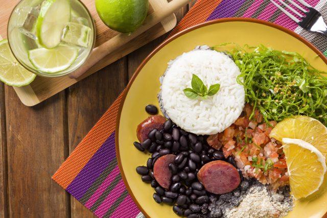 Feijoada Brasil Gastronomia diogoppr Shutterstock