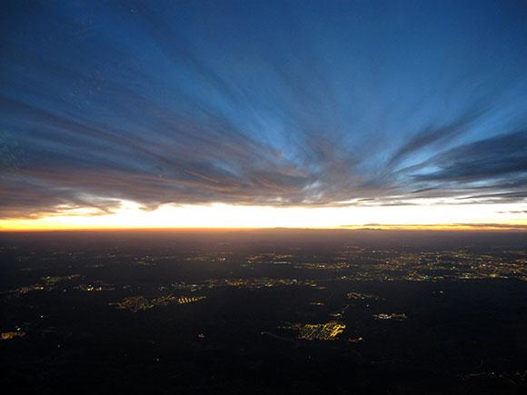 Madrid al anochecer desde la cabina de un A-320