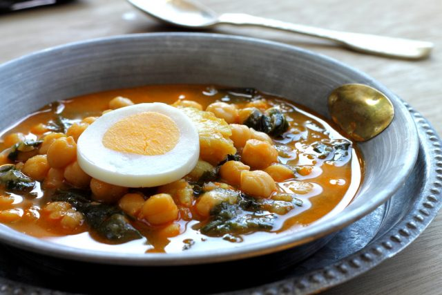 Potaje vigilia Gastronomia Semana Santa Espana Mariontxa Shutterstock