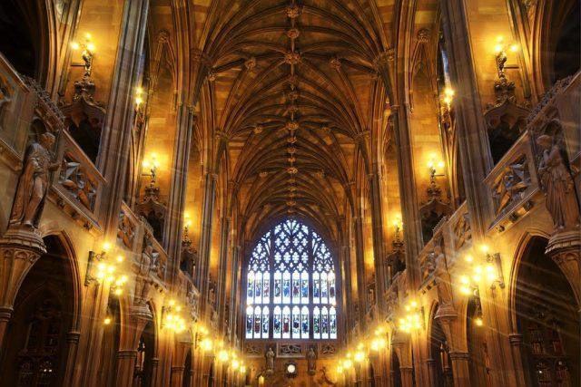 Reino Unido-Manchester-Biblioteca-interior-Alastair Wallace-Shutterstock