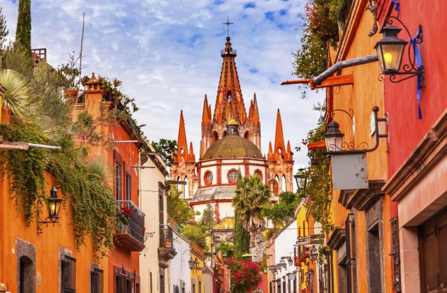 San Miguel Allende Parroquia San Miguel Calle Aldama Shutterstock Bill Perry