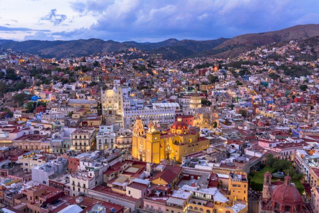 vista-aerea-guanajuato-mexico-mirador-pipila-san-hoyano-shutterstock