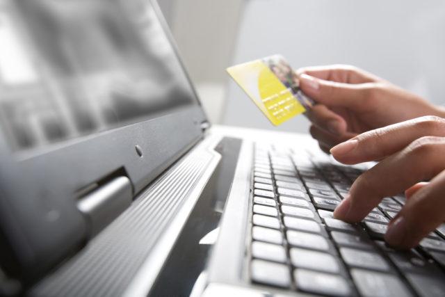 Pagar con tarjeta o Paypal en Iberia