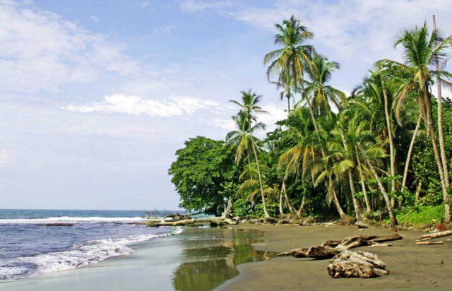 playa-cahuita-costa-rica